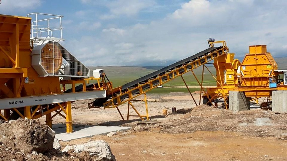The Performance Features of 90 Stone Crushing Plant