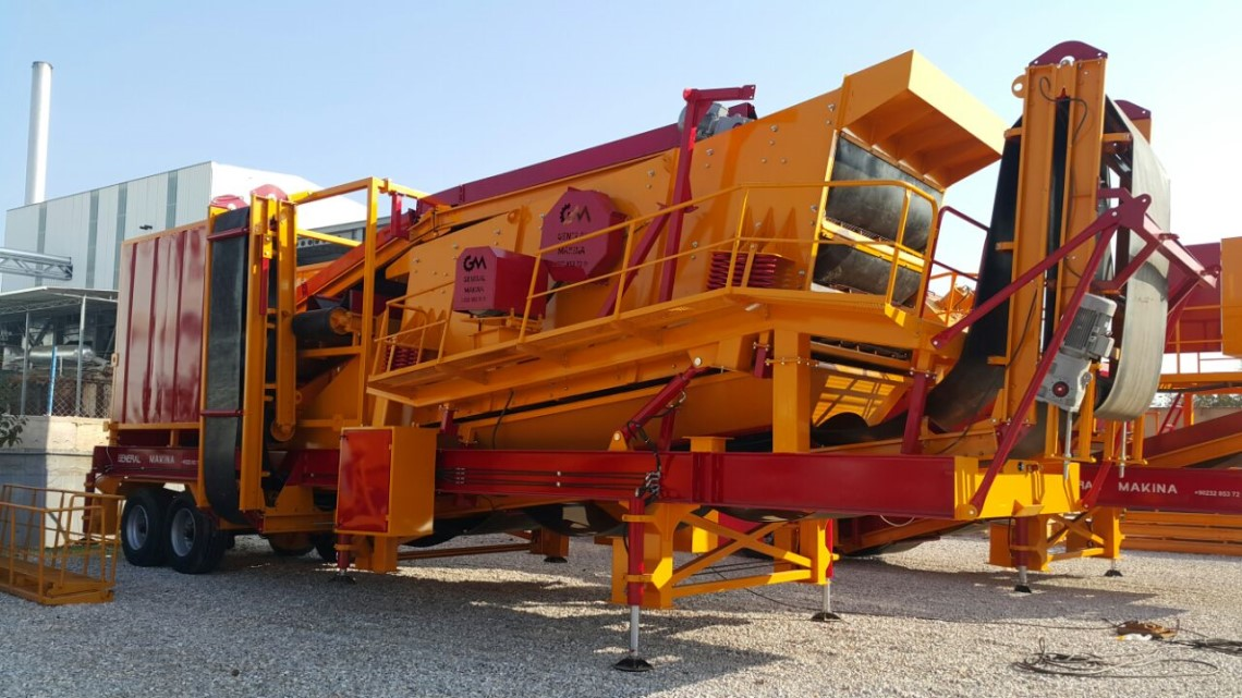Single Trailer Vibrating Screen + Conveyor Belts Production Completed